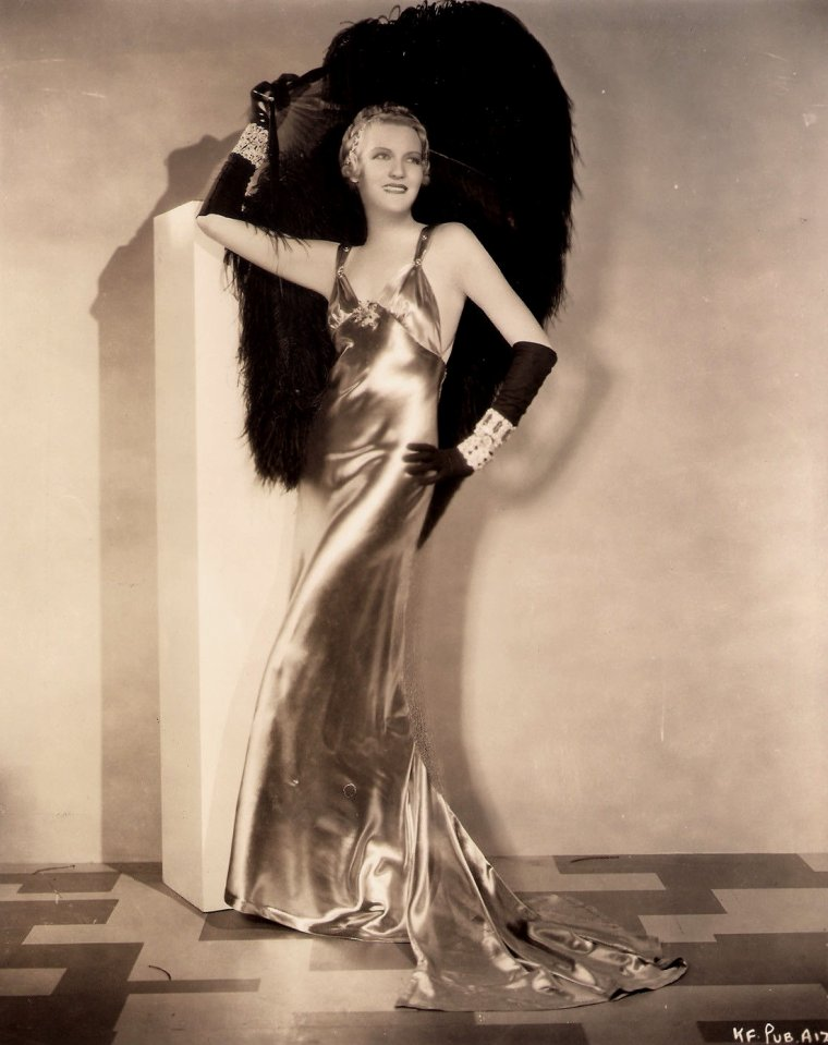 "Verree TEASDALE (Born : March 15, 1903 in Spokane, Washington, USA,  Died : February 17, 1987 (age 83) in Culver City, California, USA) Height : 5' 6"" (1,68 m)"