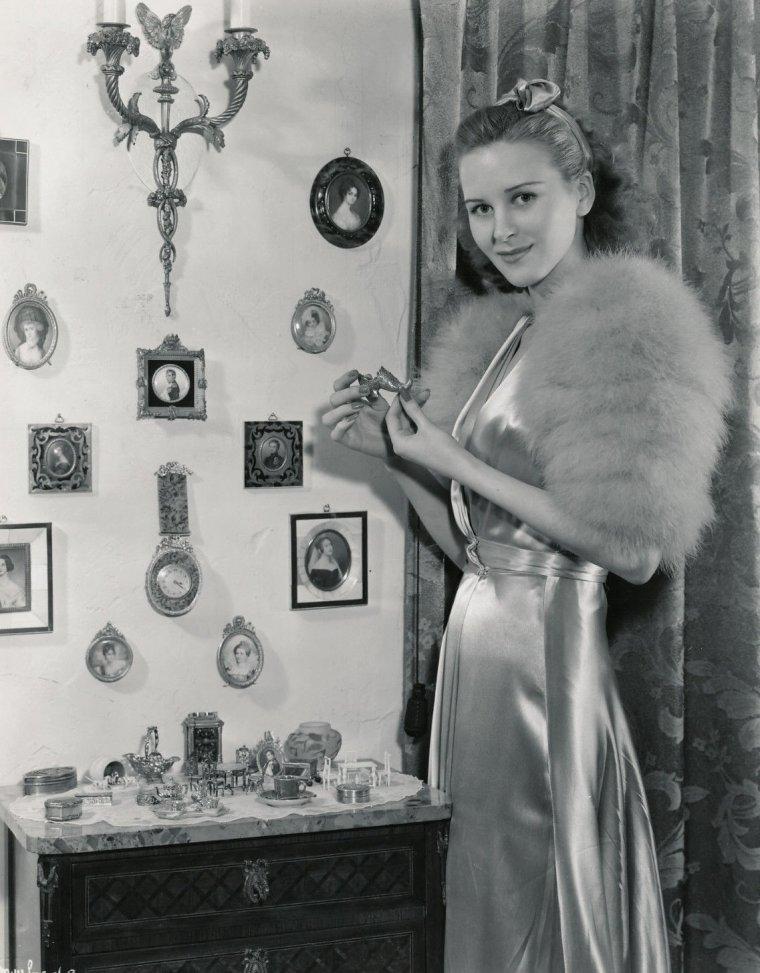 Maris WRIXON (Born : Mary Alice WRIXON,  December 28, 1916 in Pasco, Washington, USA,  Died : October 6, 1999 (age 82) in Santa Monica, California, USA)