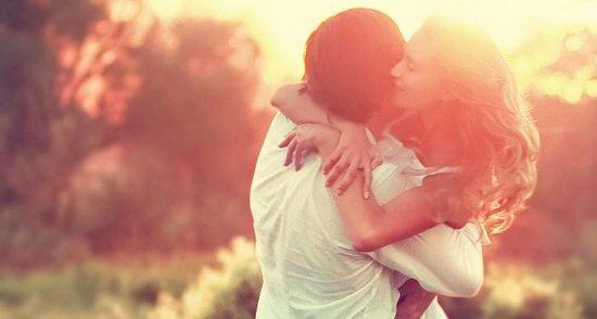 """""""Tu te souviens pourquoi on est tombé amoureux ? Tu te souviens pourquoi c'était si fort entre nous ? Parce que j'étais capable de voir en toi des choses que les autres ignoraient."""""""