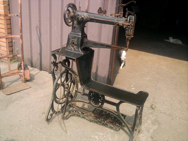 ancienne machine a coudre de cordonnier de marque durkopp vendre lesgreniersdemilie. Black Bedroom Furniture Sets. Home Design Ideas