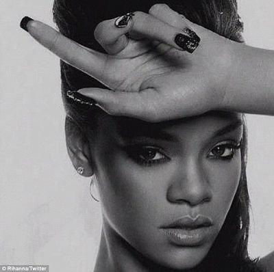 Rihanna revit son passé grâce à quelques photos. ( Actualité du 7 Décembre. )