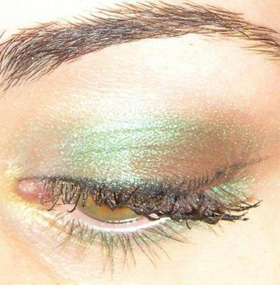 maquillage des yeux verts clairs chez moi c 39 est comme a. Black Bedroom Furniture Sets. Home Design Ideas