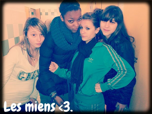 Stacy , Cécile , Yasmina , & Rania.