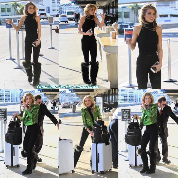 22/01/18 : AnnaLynne arrivant en retard pour un vol de départ à  LAX  à Los Angeles.  Anna est vraiment belle même en arrivant en retard, c'est un top pour cette tenue !