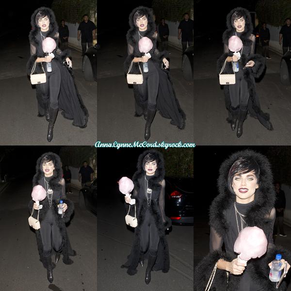 27/10/17 : AnnaLynne allant au  Just Jared Halloween Party  à Los Angeles.  J'aime beaucoup le déguisement de dark AnnaLynne, top !