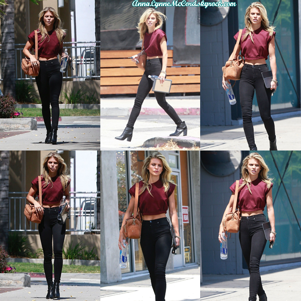 23/06/17 : AnnaLynne se promenait dans Los Angeles.  Je suis complètement fan de sa tenue, TOP !