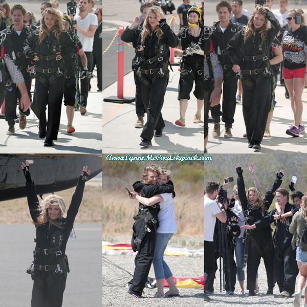 20/08/16 : AnnaLynne faisait du skydives pour sa charité  Together1Coeur  dans les collines au-dessus de Santa Barbara.
