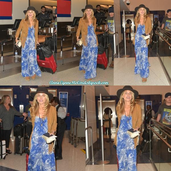 07/04/16 : AnnaLynne était à l'aéroport  LAX  à Los Angeles.