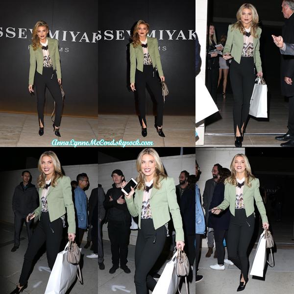 23/02/18 : AnnaLynne était au lancement du parfum  Issey Miyake  aux studios MILK à Los Angeles.  J'aime beaucoup la tenue que porte Anna c'est vraiment classe, un joli top pour la belle blonde !