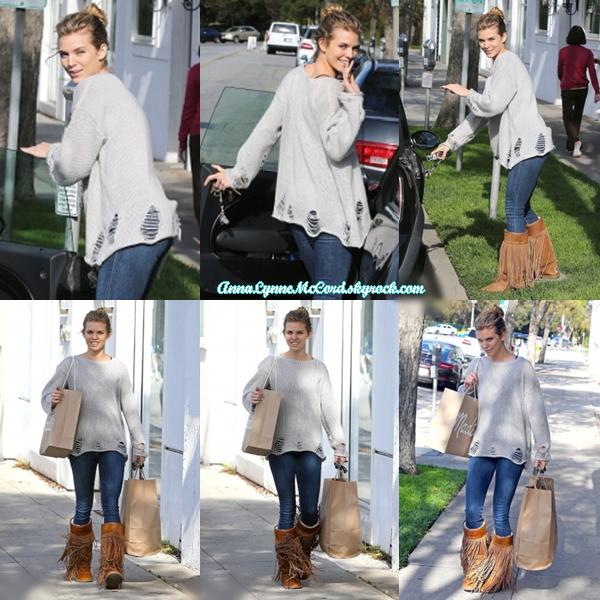 03/03/15 : AnnaLynne aperçue quittant son bureau de styliste à Beverly Hills.