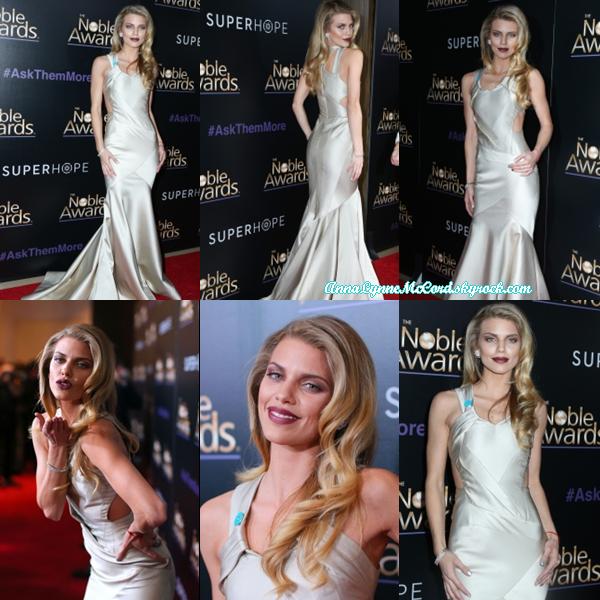 27/02/15 : AnnaLynne lors de son arrivée au tapis rouge du 3e prix Noble annuel à Beverly Hills.