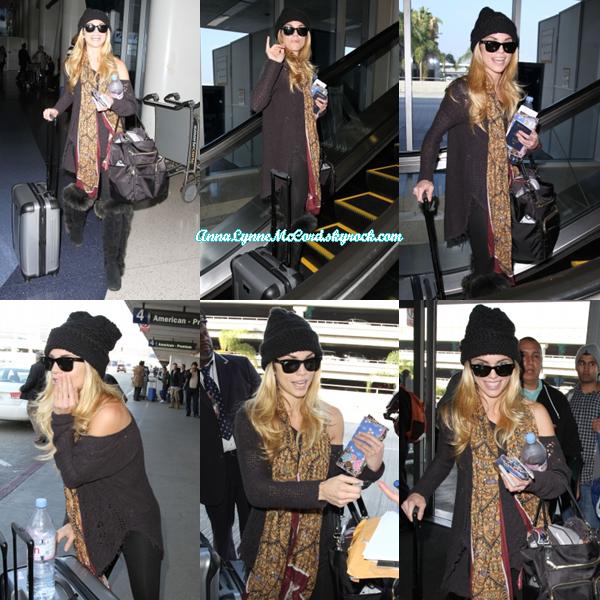 12/01/15 : AnnaLynne se trouvait à l'aéroport LAX de Los Angeles.
