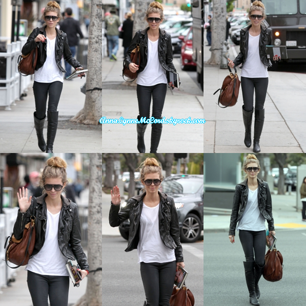 17/12/14 : AnnaLynne était de sortie à Beverly Hills .