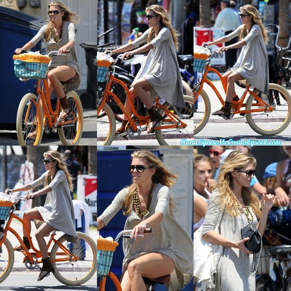 20/08/14 : AnnaLynne faisait du vélo à Venise.