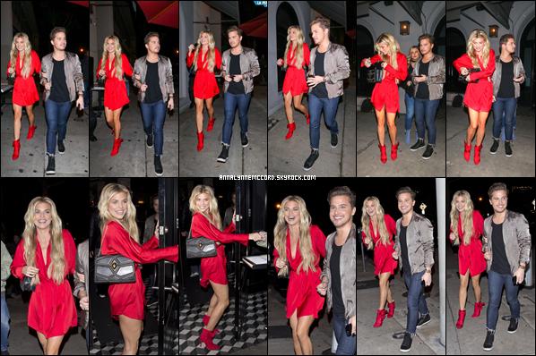 07/12/18 : AnnaLynne lors de son arrivée au restaurant Craig's à West Hollywood (CA).  Enfin une sortie pour la belle actrice depuis maintenant deux mois qui se solde par un merveilleux top !