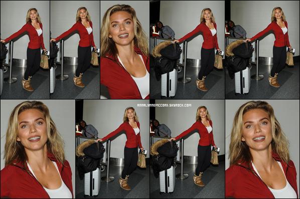17/12/18 : AnnaLynne lors de son arrivée à l'aéroport LAX de Los Angeles.  Une tenue simple mais elle est vraiment confortable pour un vol c'est un petit top pour Anna !