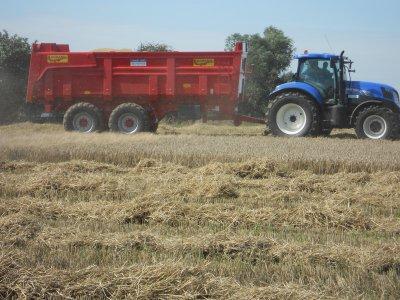 Benne Legrand et Tracteur New Holland