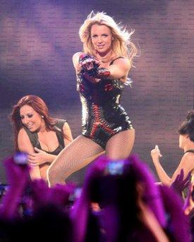 Britney Spears au GMA 2011 pour FEMME FATAL ;)
