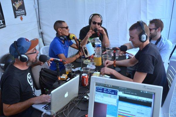 association Micro Sillons à radio Booster 31 inviter sur direct au locaux partagé avec radio FMR & photo(s) du Groland Toulouse