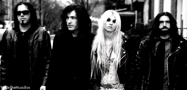 THE PRETTY RECKLESS : LIGHT ME UP.