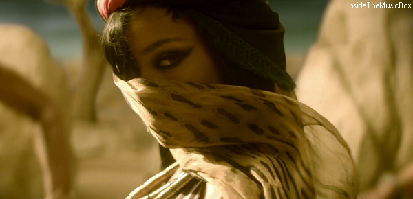 RIHANNA : TALK THAT TALK.