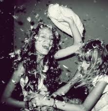 Un ami est quelqu'un qui nous donne la totale liberté d'être soi-même. [Jim Morrison]