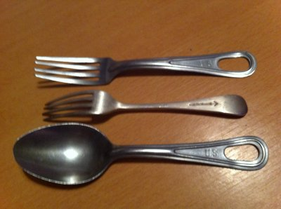 couverts US et fourchette anglaise (milieu)