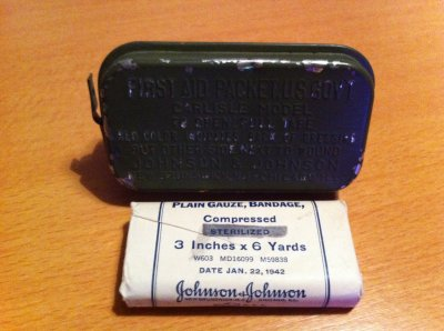 "pencements US et bandes ""compressed"" johnson&johnson du 22 janvier 1942"
