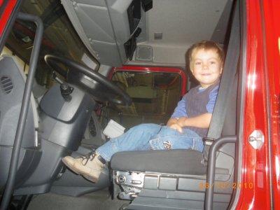 Gregory a visiter la caserne des pompiers avec moi et un ami