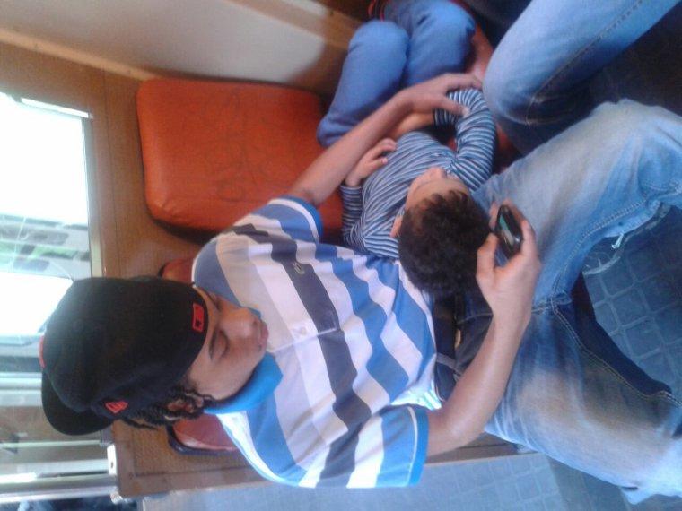 Épuisé avec le petit frère