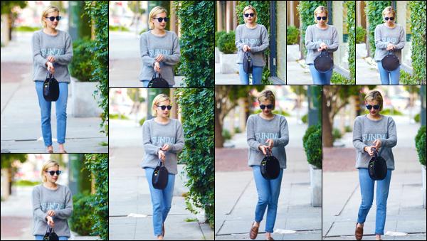 - '-18/09/17-' ◘Em' a été vue dans les rues de West Hollywood lorsqu'elle faisait du shopping avec ses amies. C'est dans une tenue assez simple et décontractée que nous retrouvons Emma aujourd'hui. Je donne un TOP pour l'ensemble, et toi ? -