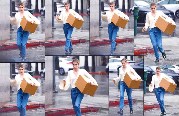 - '-22/03/18-' ◘Emma R. Roberts a été aperçue par les paparazzis dans les rues de Los Angeles, en Californie. Notre magnifique blonde a été aperçue dans les rues de cette belle ville avec un carton ups en main. Côté tenue je donne un p'tit BOF ! -