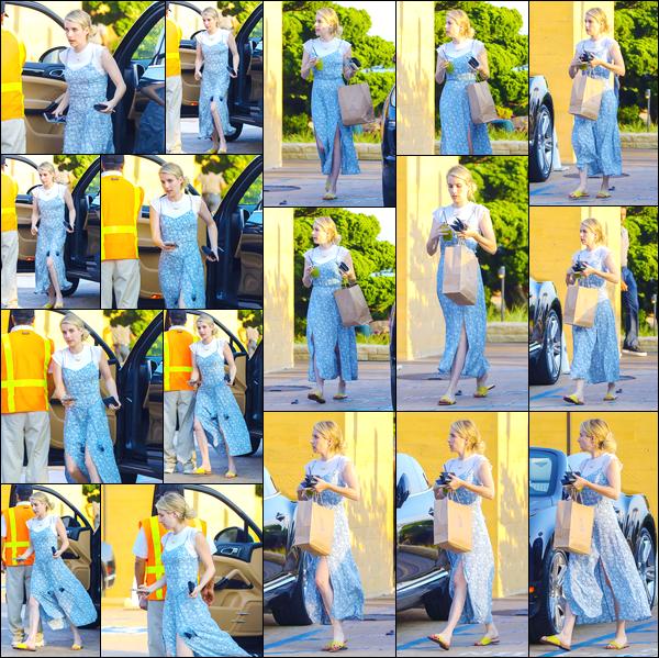 - '-02/08/18-' ◘Notre belle actrice a été aperçue dans les rues de Malibu où elle se rendait au restaurant Nobu. C'est dans une robe bleue à poids blanc que nous retrouvons notre blondinette. Pour ma part je n'aime aucun éléments de la tenue, flop. -