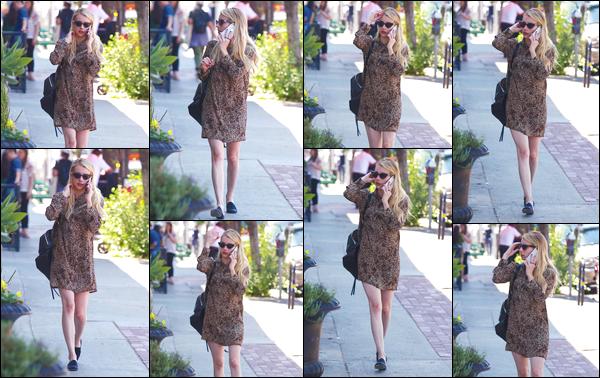 - '-13/08/18-' ◘Emma Rose Roberts a été photographiée par les paparazzis dans les rues de Los Angeles, CA ! Nous retrouvons de nouveau notre belle avec ses extensions, qui lui vont toujours à merveille. Côté tenue j'accorde un super TOP à Em. -
