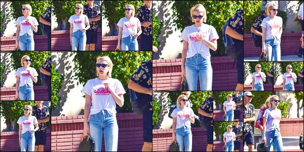 - '-17/10/17-' ◘Emma R. a été photographiée par les paparazzis dans les rues de Los Angeles, en Californie. Côté tenue nous retrouvons notre blondinette dans un ensemble plutôt simple et décontracté. J'accorde tout de même un joli TOP ! -