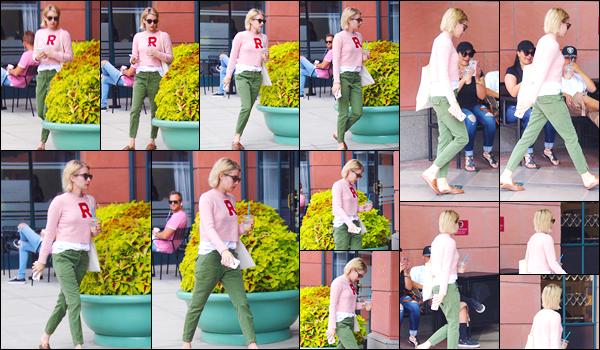 - '-03/10/17-' ◘Emma R. a été vue quittantAnastasia Beverly Hills Cosmetics & Beauty, à Beverly Hills. TOP ! Un peu plus tard dans la même journée, notre superbe actrice a été photographiée dans les rues de Los Angeles, où elle s'y baladait. -