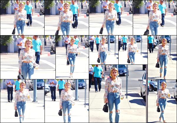 - '-29/09/17-' ◘Pour finir le mois de septembre, l'actrice américaine a été vue dans les rues de Los Angeles ! La belle blonde a été aperçue quittant un immeuble dans Los Angeles. Côté tenue j'accorde un joli TOP. L'ensemble lui va super bien. -