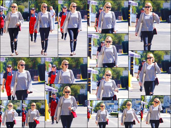 - '-05/10/17-' ◘Notre belle actrice a été aperçue par les paparazzis lorsqu'elle quittait Emerald Forest Gifts. C'est dans les rues de Studio City que nous retrouvons Emma aujourd'hui. Côté tenue je lui accorde un joli TOP._Qu'en penses-tu_? -