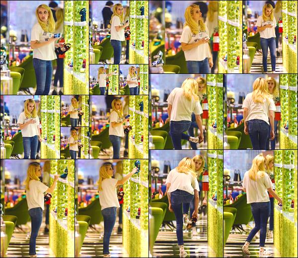 - '-13/11/17-' ◘Emma R. a été photographiée alors qu'elle faisait du shopping à Prada dans Beverly Hills, CA ! C'est donc dans cette très célèbre enseigne que nous retrouvons notre actrice en ce jour. Côté tenue je lui accorde un top, ton avis ? -