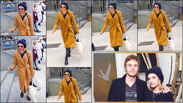 - '-19/01/18-' ◘Emma Robert a été aperçue alors qu'elle se trouvait au festival : « Sundance », à Salt Lake City. C'est ainsi à l'extérieur que notre ravissante blondinette a été photographiée. Pour sa tenue, j'adore son manteau. C'est alors un bon bof. -
