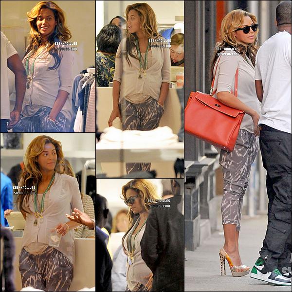 09/10/11 : Maman Beyoncé, papa Jay-Z et oncle Kanye West sont allés à New York faire du shopping.