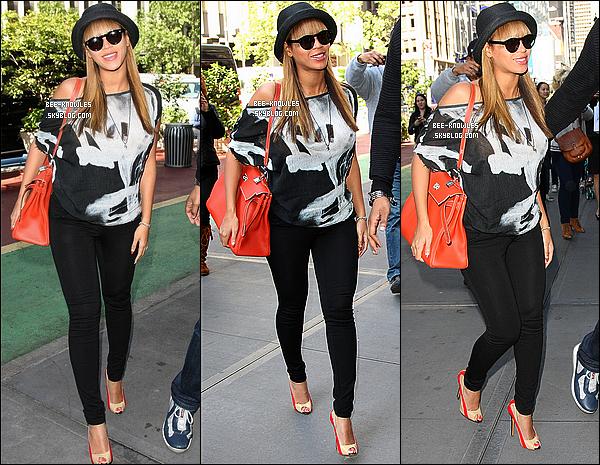 18/10/11 La future maman Beyoncé se rendant une fois de plus à un rendez-vous d'affaire à NY. 17/10/11Beyoncé, toute souriante, a été aperçue se rendant à une reunion d'affaire à New-York.