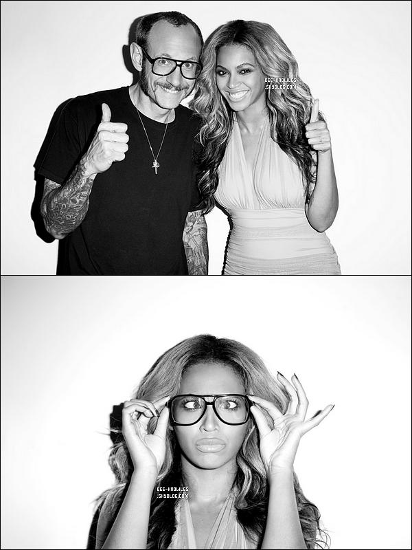 Beyoncé posant pour et avec le célèbre photographe américain, Terry Richardson.