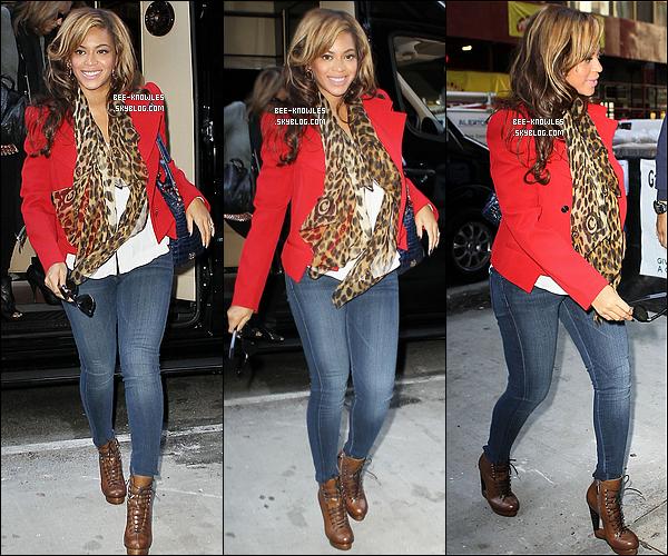 01/11/11 :  Beyoncé plus magnifique que jamais, se rendant à un rendez-vous d'affaire à Manhattan.  + Découvrez la version alternative du sensuel clip « 1+1 » + les coulisses du tournage de « 1+1 » ici.