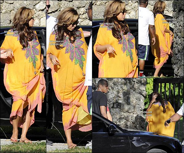 16.11.11 : C'est une Beyoncé haute en couleur faisant je-ne-sais-quoi à Miami accompagné de Jay-Z . 15.11.11 : Toute -ou presque- la famille Knowles réuni pour un moment de détente et repos à Miami. 14.11.11 : Queen Beyoncé à une fête chez son ami Alex Rodriguez accompagnée de Jay-Z à Miami.