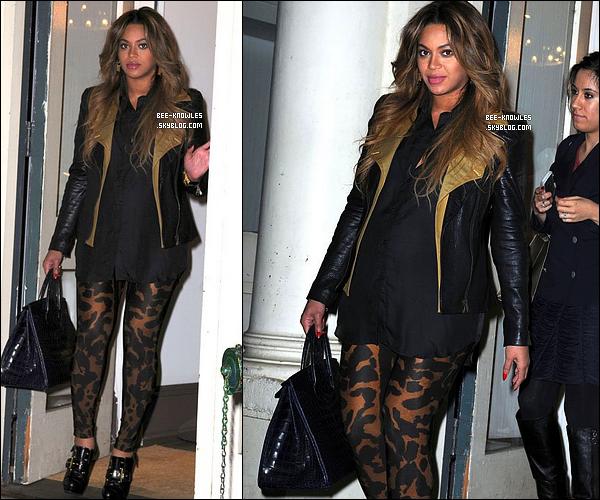21/12/11 :  Beyoncé est allée faire ses derniers achats de noël au magasin Curve à New-York. TOP ?