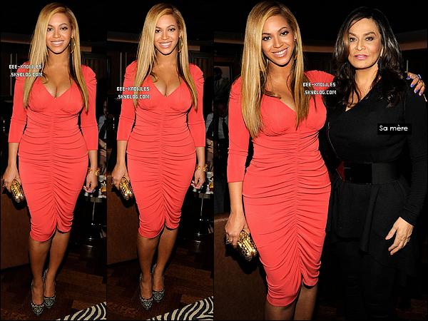 """06/02/2012 : Beyoncé a apporté son soutien à son mari Jay-Z pour son concert au Carnegie Hall à N.Y.  Il s'agit de sa 1ère apparition après avoir accouché le 7 janv. 2012. A ce concert de charité, Jay-Z a interprété pour la 1ère fois """"Glory""""."""