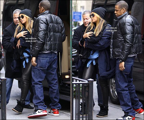 25/02/12 : Beyoncé et Jay-Z étaient de sortie avec leur fille d'un mois et demi, Blue Ivy Carter, dans West Village à   25/02/12 :New York pour un déjeuner en famille chez Sant Ambroeus. La première sortie publique de Blue Ivy !