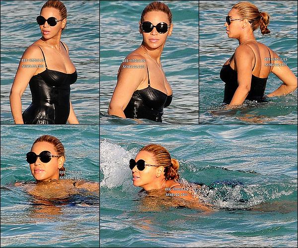 09/04/2012 : Jayoncé ont profité du soleil en se la coulant douce sur les plages de Saint-Barthélemy (France).