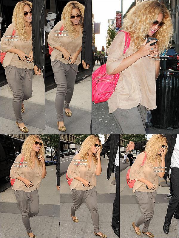 25/04/12 :  « La plus belle femme du monde » a été aperçue dans les rues de NY.
